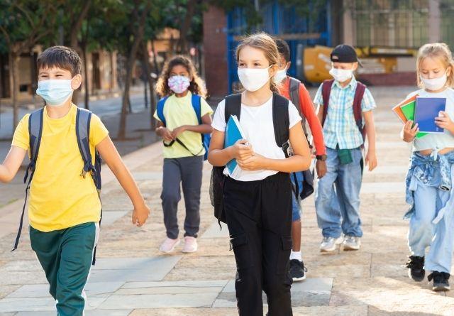 Los niños tienen problema con los piojos especialmente en los primeros meses de colegio