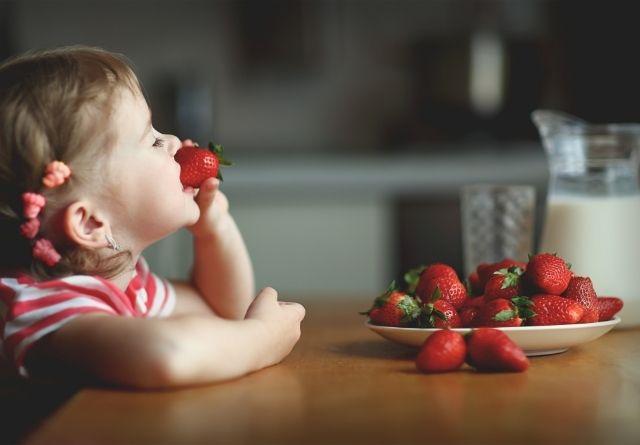 En una alimentación saludable para niños es importante incluir frutas y verduras