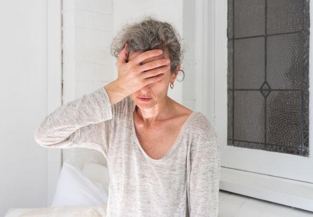 La alteración del sueño es uno de los síntomas de la menopausia